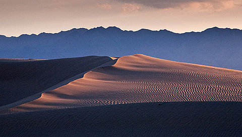 Mojave Dunes<br>Canon 5D<br>1/40 sec<br>f16.0<br>-0.3 EV<br>285.0 mm<br>ISO 200